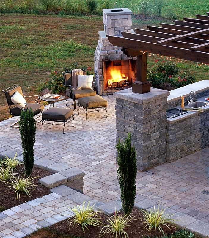 Outdoor Kitchens and Summer Kitchens Idea & Photo Gallery | Enhance ...